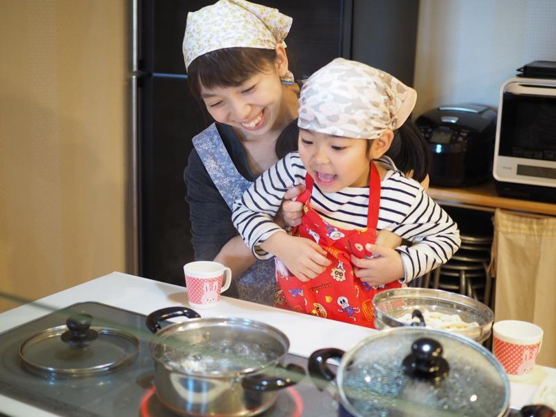 お料理にも興味津々の4歳の娘、こども料理教室に参加してきました♪